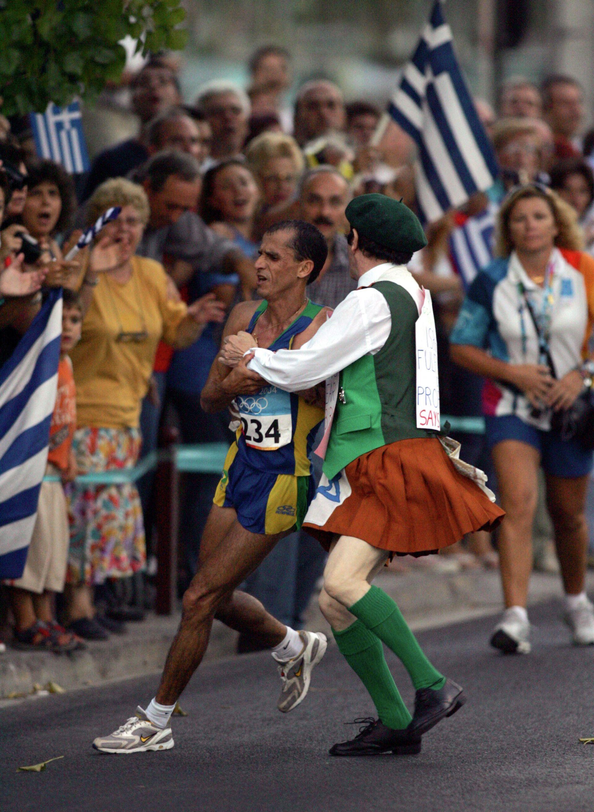 Бразилец Вандерлей ди Лима (слева) во время марафона на Олимпиаде 2004 года в Афинах - РИА Новости, 1920, 05.08.2021