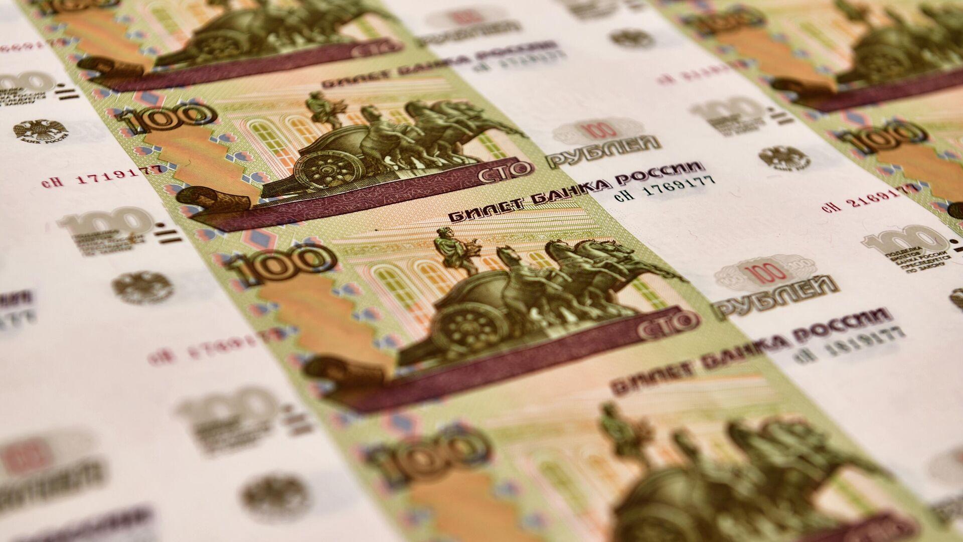 Рубль второй месяц подряд остается в топ-20 самых популярных валют мира
