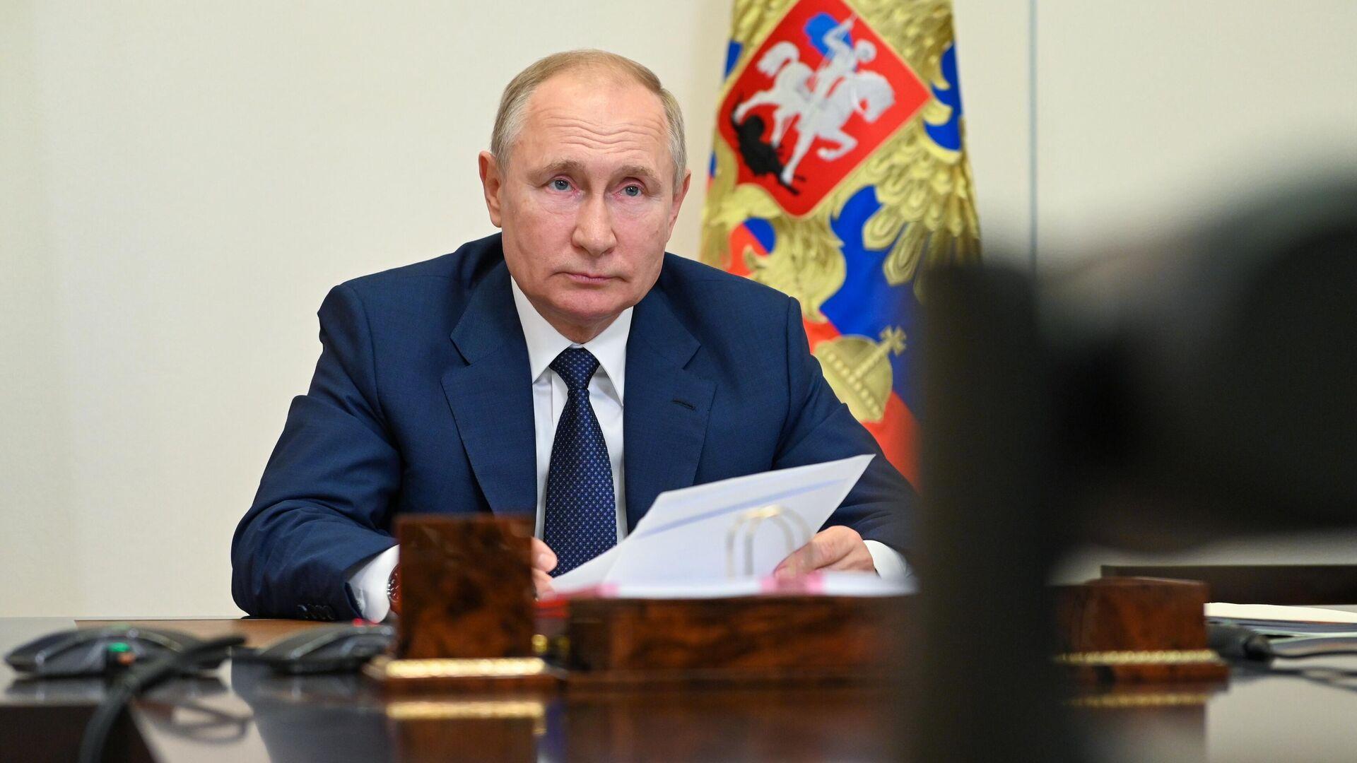 Работу Путина положительно оценивают 57 процентов россиян, показал опрос