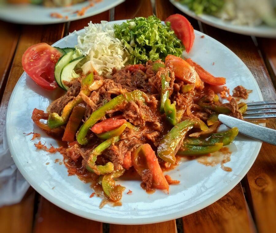 Ропа Вьеха (с исп. Старая одежда) – любимое блюдо Юрия Курова, которое готовит его жена Ямилка