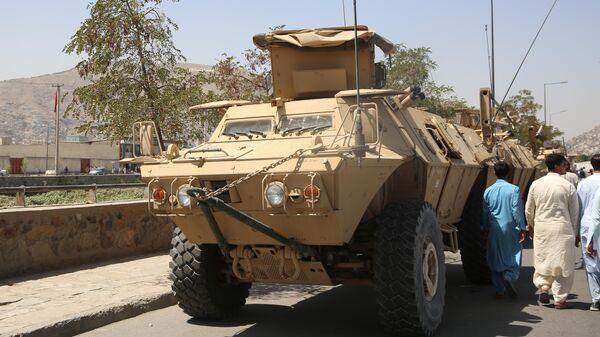 Военная техника у президентского дворца в Кабуле