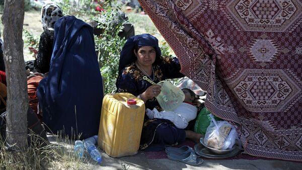 Афганская женщина в общественном парке в Кабуле, Афганистан