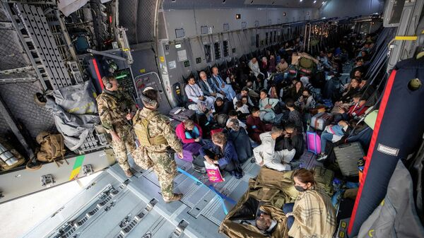 СМИ: Джонсон попросит Байдена отсрочить вывод войск из Афганистана