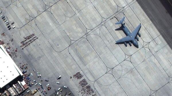 Взлетно-посадочная полоса международного аэропорта имени Хамида Карзая в Кабуле