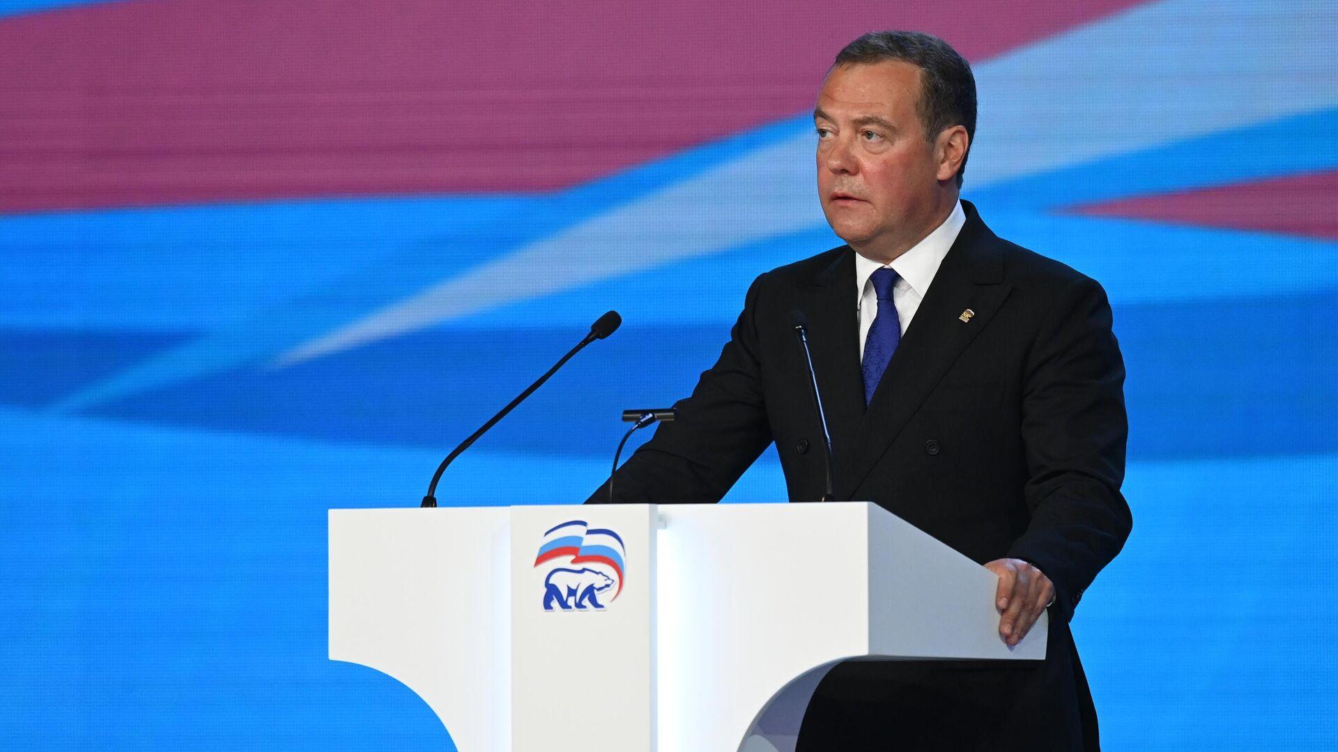 Медведев призвал добиться одинакового уровня жизни во всех регионах