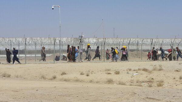 Люди на границе Пакистана и Афганистана в районе пограничного города Чаман