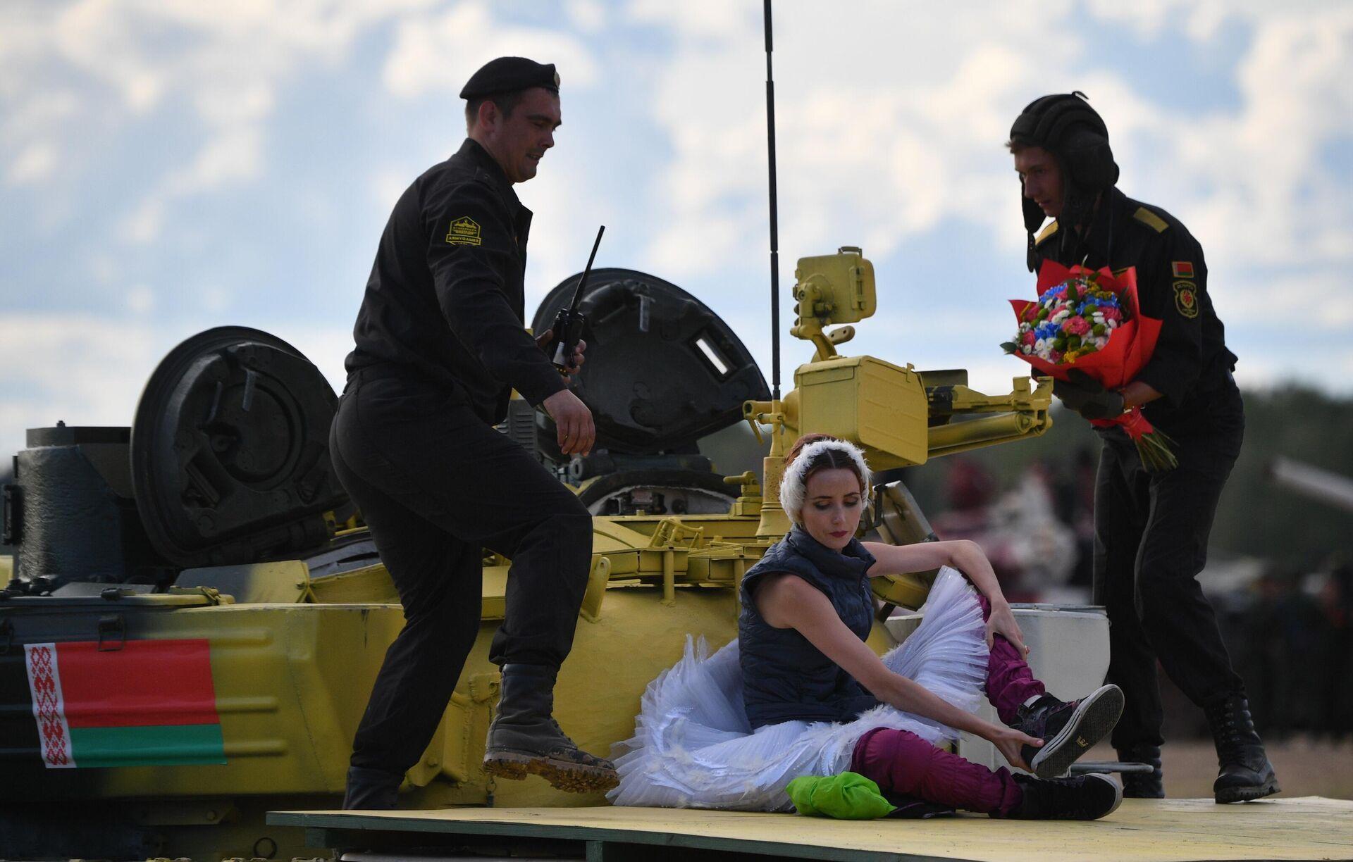 """""""Превосходно!"""" Иностранцев восхитил танковый балет на """"Армии-2021"""""""
