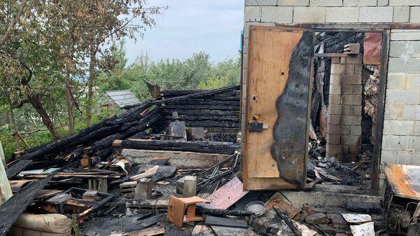 Следственные действия на месте гибели ребенка во время пожара в садоводческом товариществе на территории Екатеринбурга