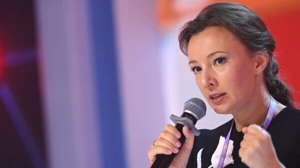 Уполномоченный при президенте РФ по правам ребенка Анна Кузнецова выступает на просветительском марафоне Новое Знание