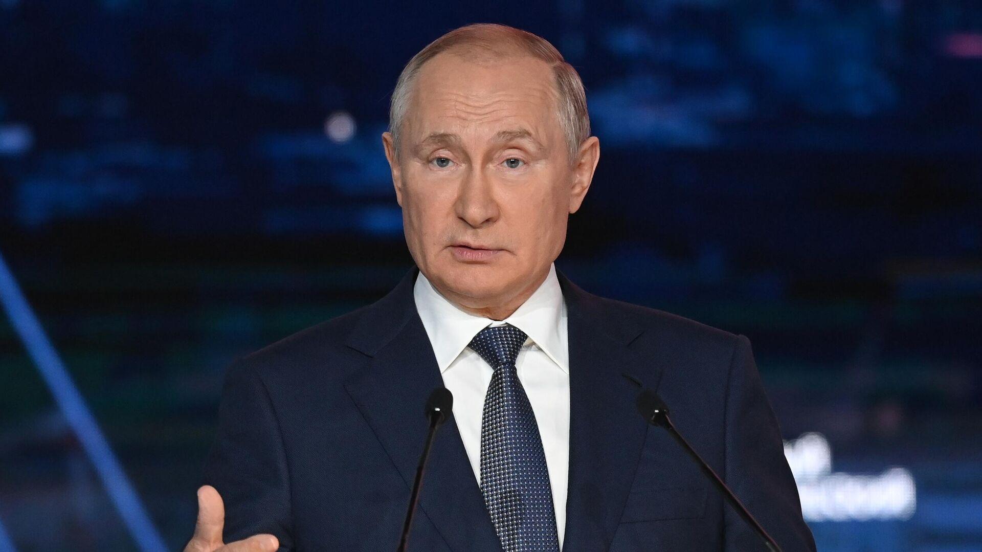 Песков назвал новые санкции против россиян глупостью
