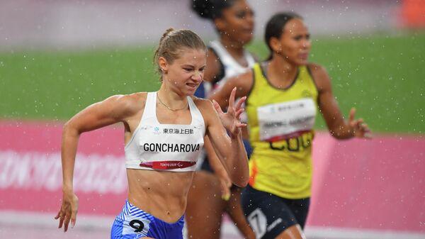 Российская спортсменка, член сборной России (команда ПКР) Маргарита Гончарова на дистанции финального забега на 400 метров среди женщин в классе Т38 на XVI летних Паралимпийских играх.