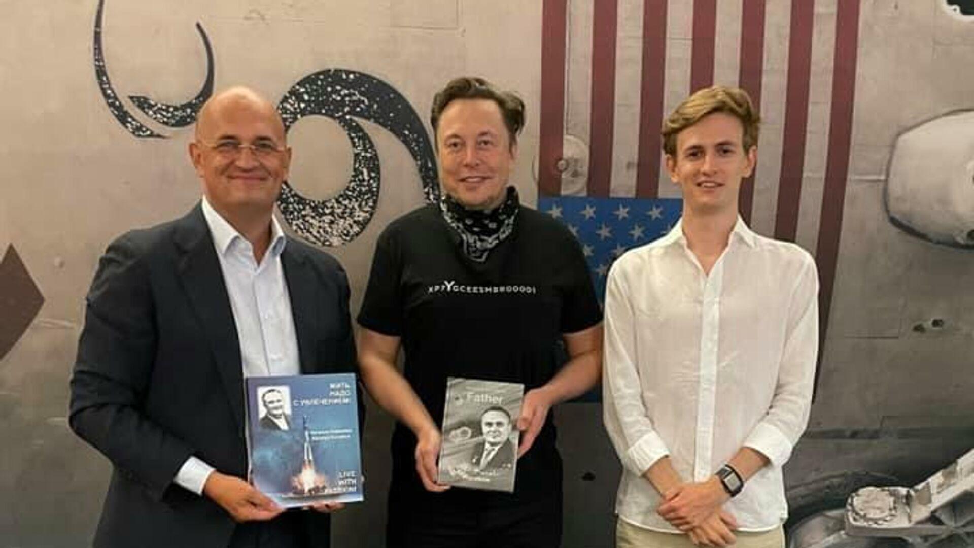 Внук Сергея Королева по приглашению Илона Маска посетил завод SpaceX