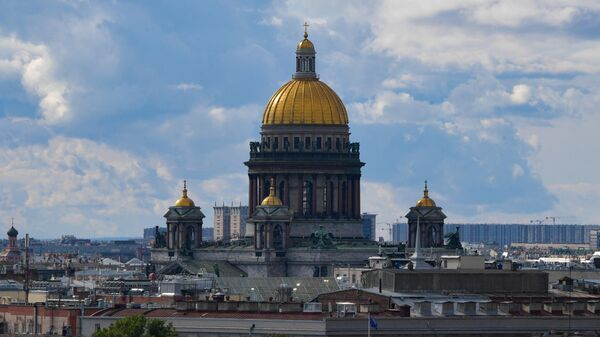 Вид на Исаакиевский собор в Санкт-Петербурге