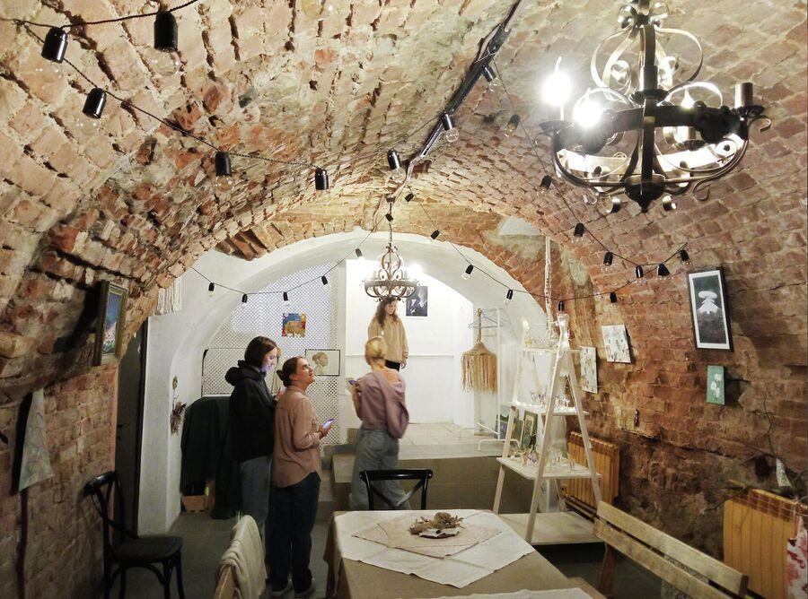 Подвал XVIII века в магазине Бохо в Табачных рядах. Сюда стоит прийти если не за покупками, то хотя бы для осмотра старинных сводов.