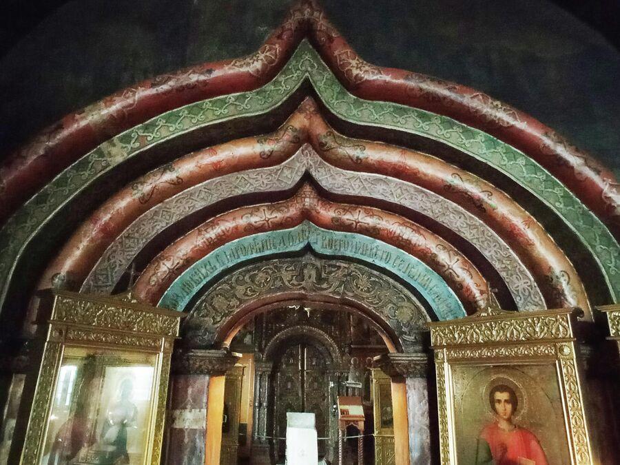 Воскресенская церковь на Дебре