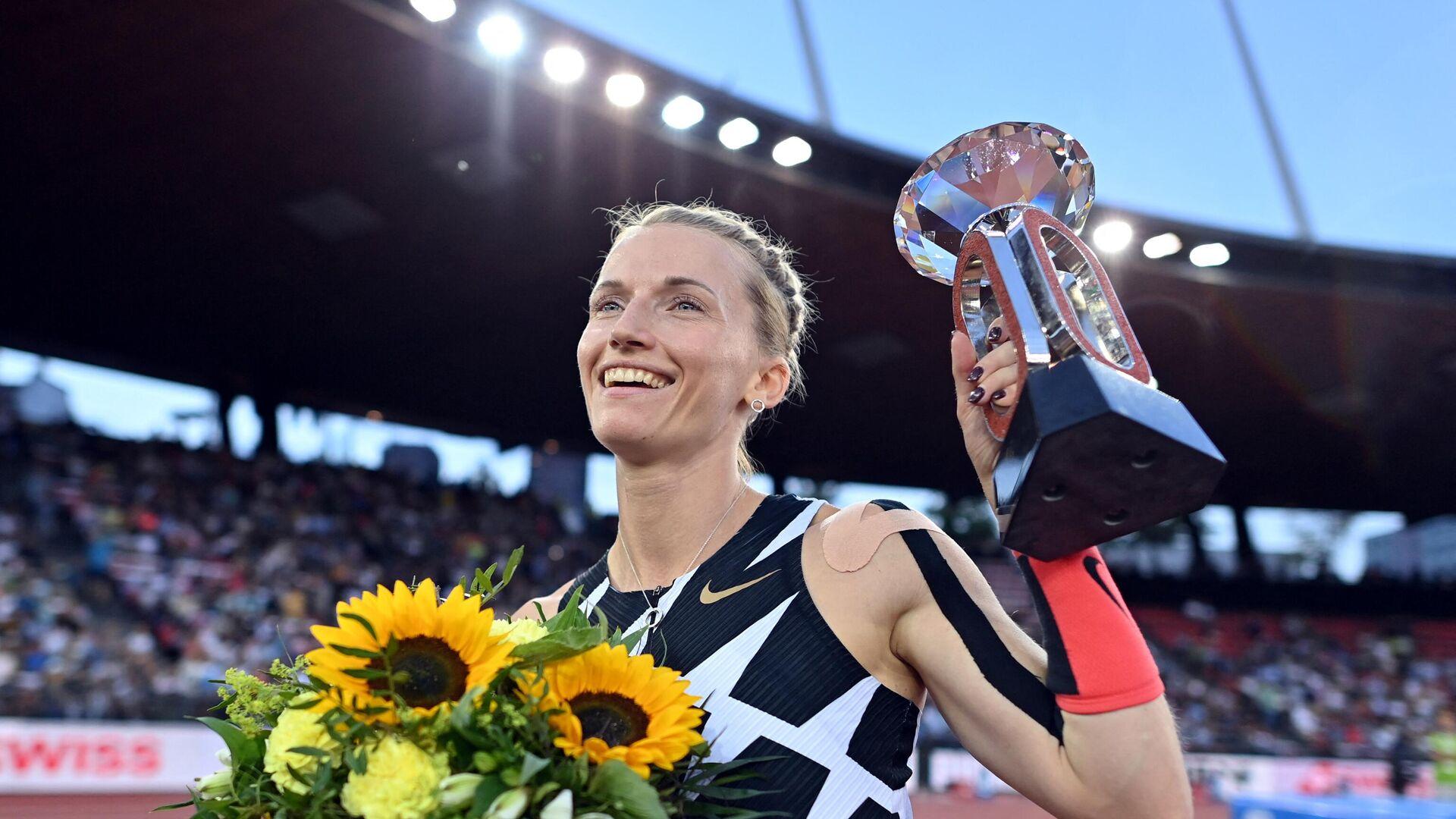 Сидорова стала четвертой легкоатлеткой, взявшей высоту пять метров в прыжках с шестом