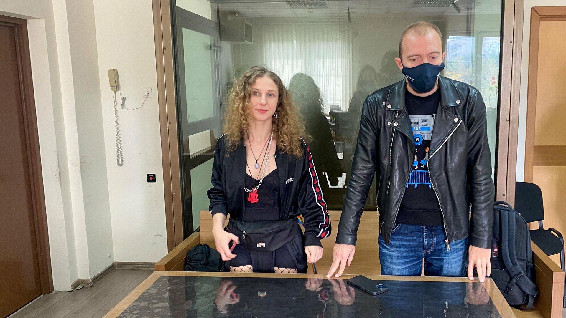 Суд приговорил участницу Pussy Riot Алехину к году ограничения свободы