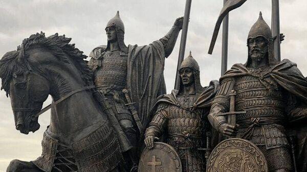 Памятник Александру Невскому и дружине на берегу Чудского озера