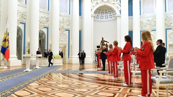 Владимир Путин вручает государственные награды золотым призёрам Олимпийских игр в Токио