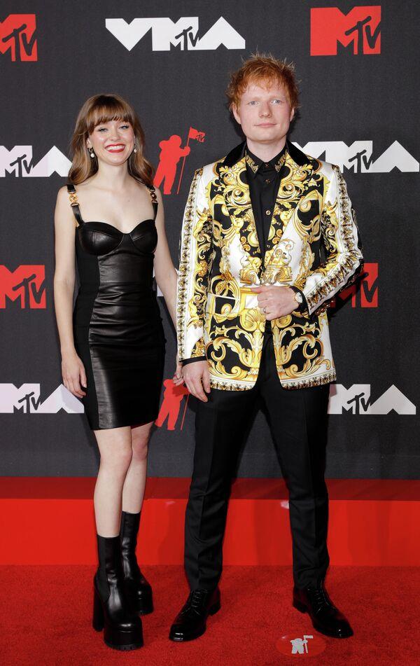 Мэйзи Петерс и Эд Ширан на премии MTV Video Music Awards