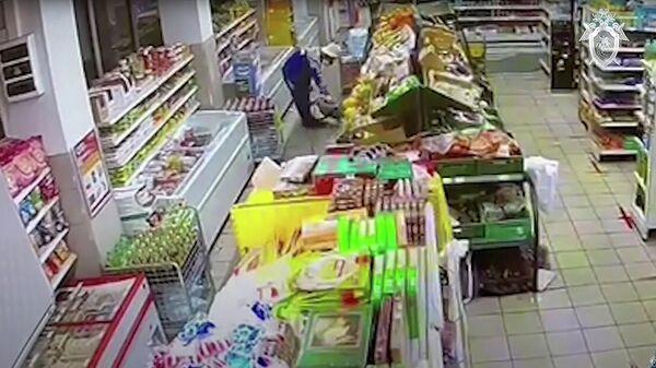 Кадр записи камеры видеонаблюдения в магазине Магнит