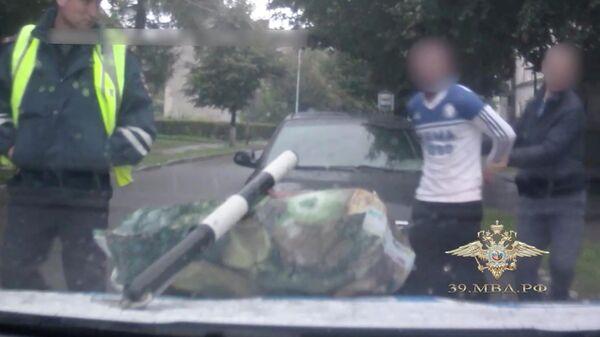 Сотрудники полиции задержали в Немане мужчину с килограммом конопли