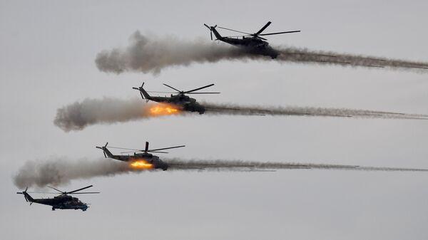 Ударные вертолеты Ми-24 во время основного этапа учений Запад-2021