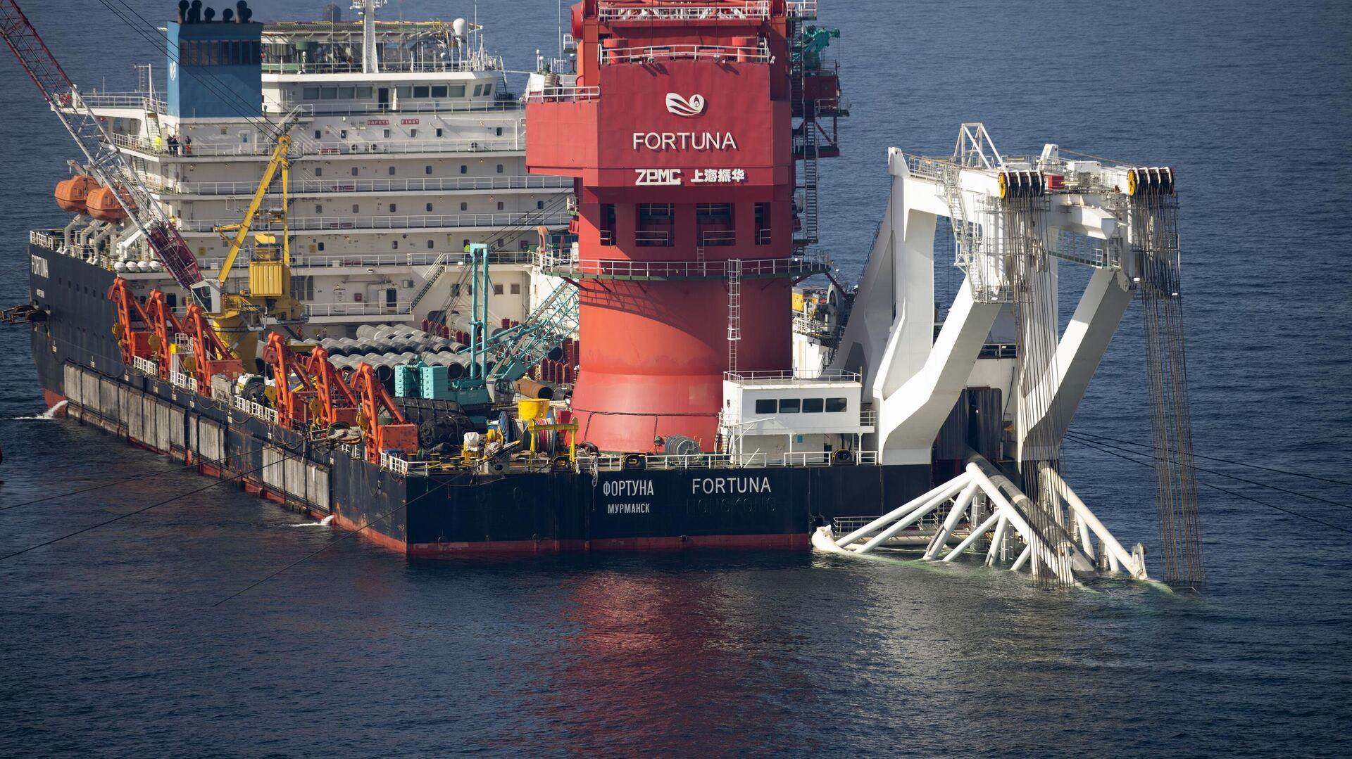 Mногоцелевое судно Фортуна во время трубоукладочных работ в водах Дании - РИА Новости, 1920, 18.09.2021
