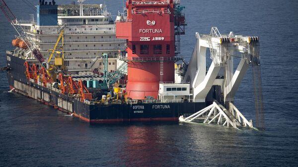 Mногоцелевое судно Фортуна во время трубоукладочных работ в водах Дании