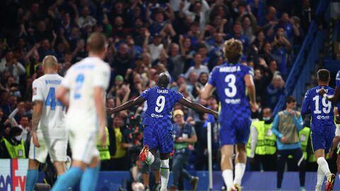 Футболисты Челси празднуют гол в матче с Зенитом