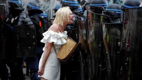 Протесты против ограничений в связи с COVID-19 в Париже, Франция