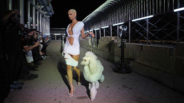 Коллекция LaQuan Smith представлена в Эмпайэр-стейт-билдинг во время Недели моды в Нью-Йорке