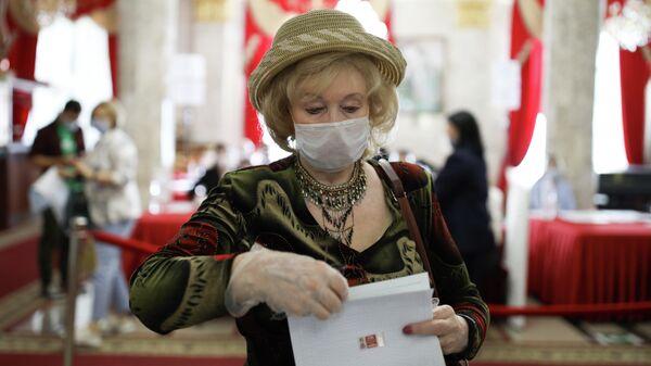 Голосование на выборах в Госдуму на избирательном участке в Краснодаре
