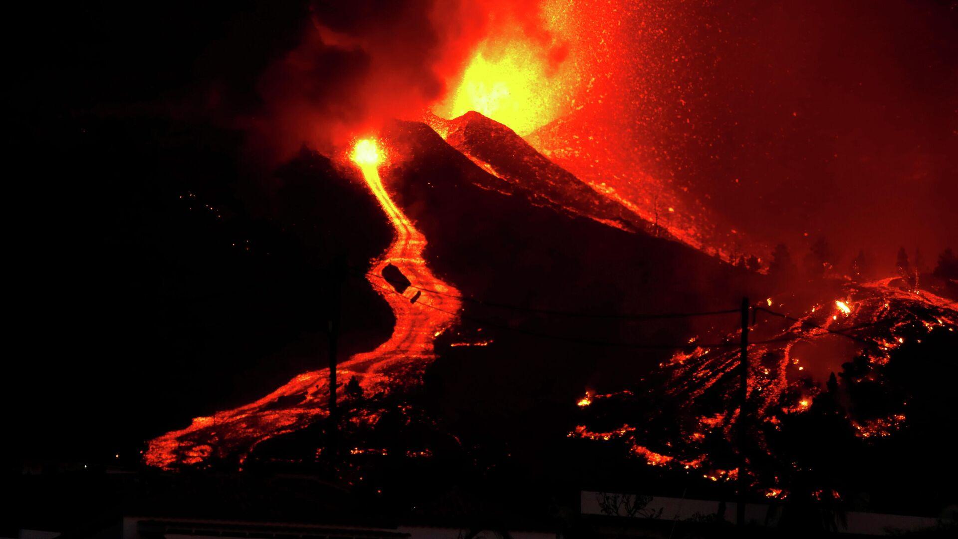 Аэропорт испанского острова Пальма приостановил работу из-за вулкана