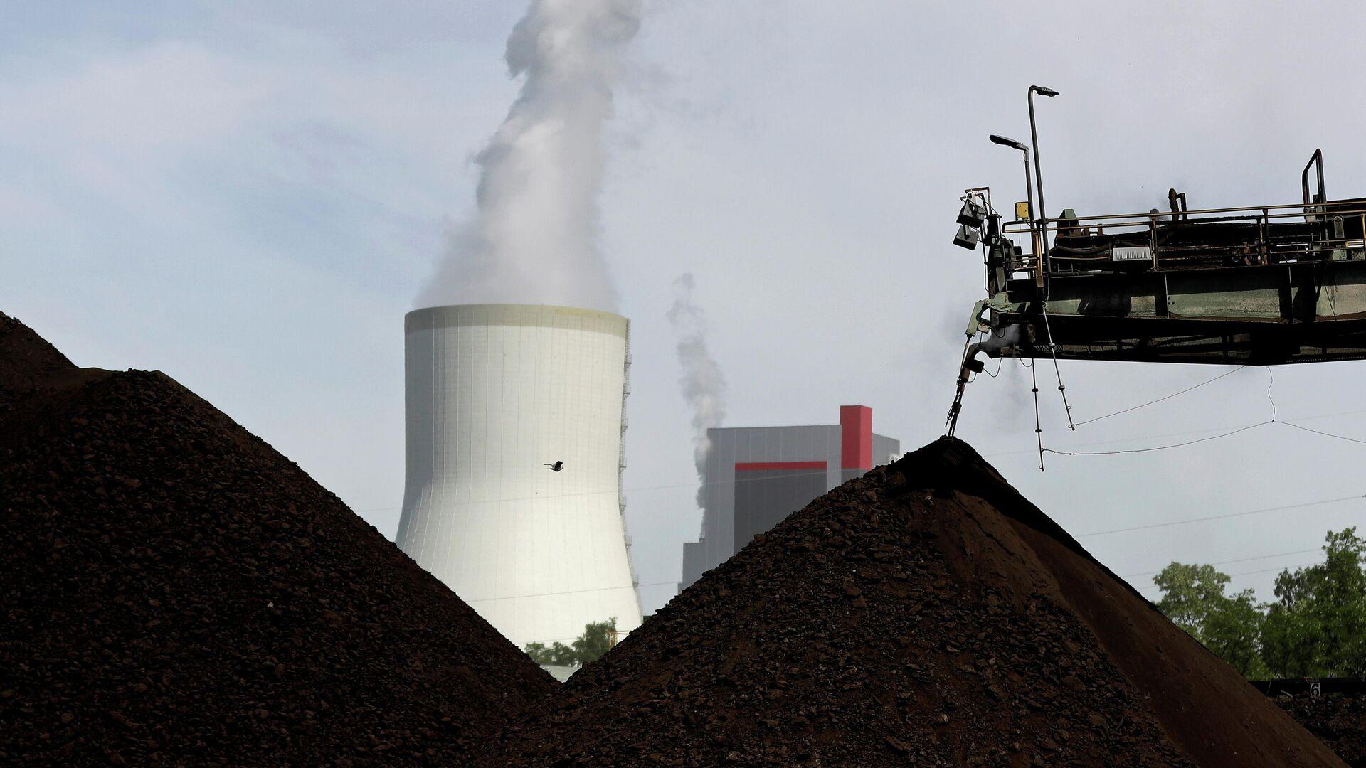 Градирня угольной электростанции возле Туровского угольного разреза в Польше - РИА Новости, 1920, 24.09.2021