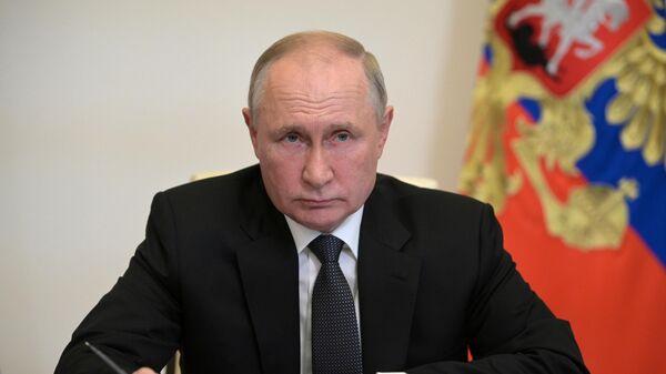 Президент РФ Владимир Путин во время встречи по видеосвязи с главой Марий Эл Александром Евстифеевым