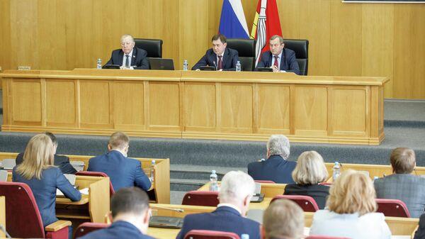 Депутаты Воронежской облдумы помогли почти 300 учреждениям образования
