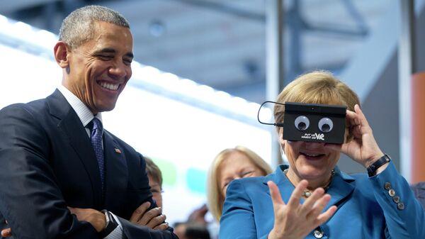 Канцлер Германии Ангела Меркель и Барак Обама во время посещения Ганноверской промышленной выставки-ярмарки в Германии