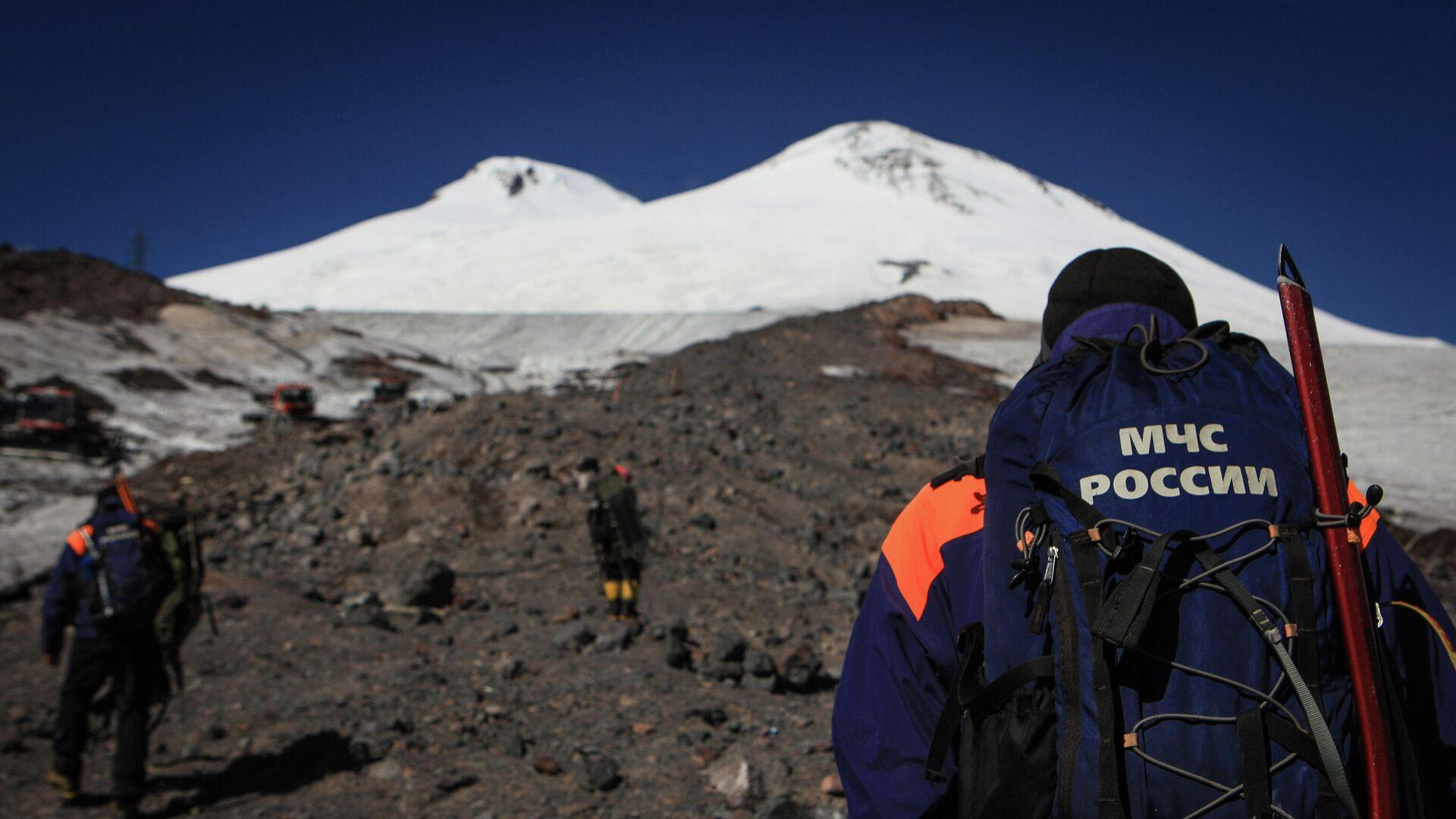 Тела трех альпинистов спустили с Эльбруса на высоту 5100 метров