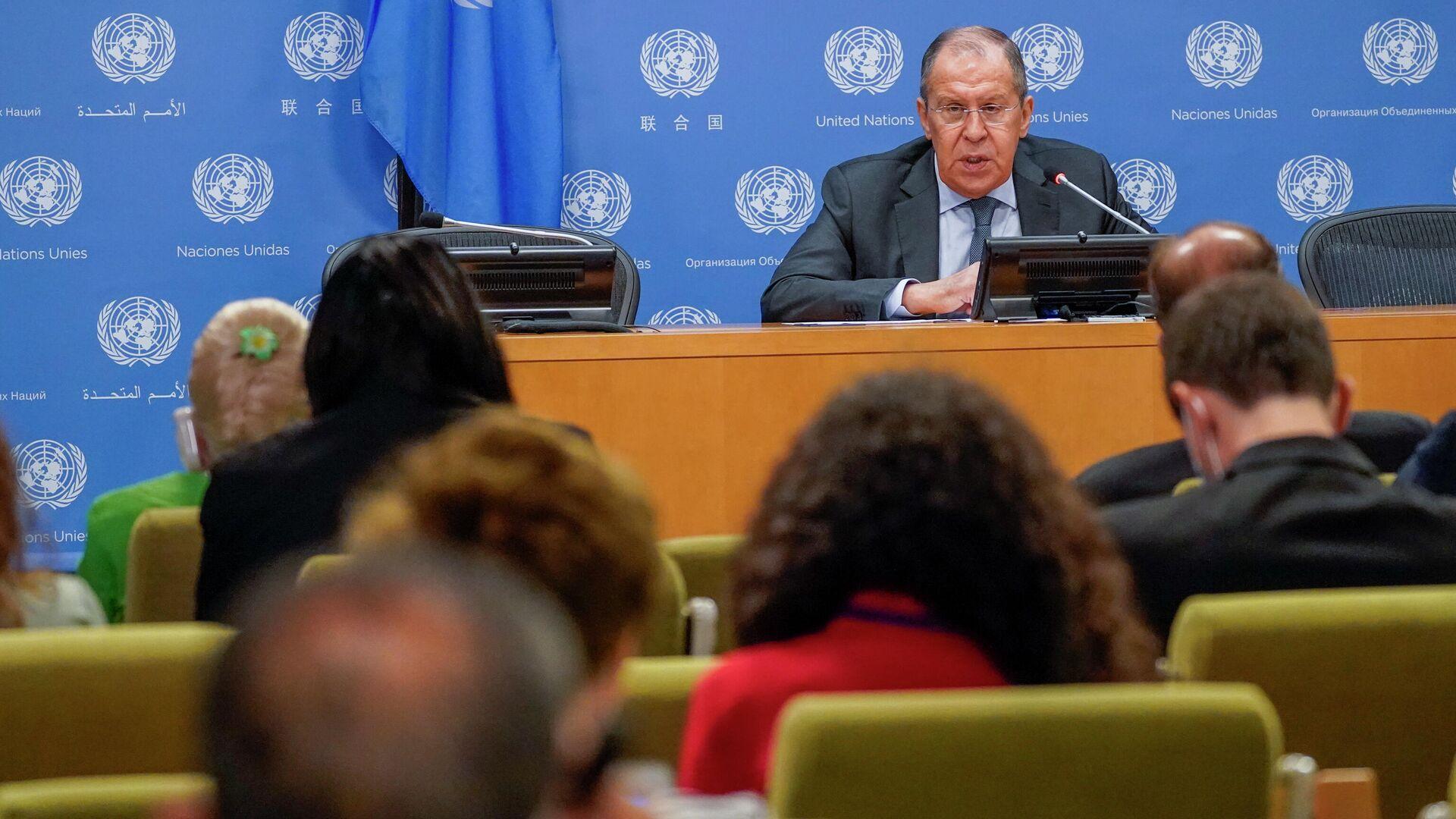 Министр иностранных дел России Сергей Лавров выступает перед журналистами во время пресс-конференции на 76-й сессии Генеральной Ассамблеи ООН - РИА Новости, 1920, 25.09.2021