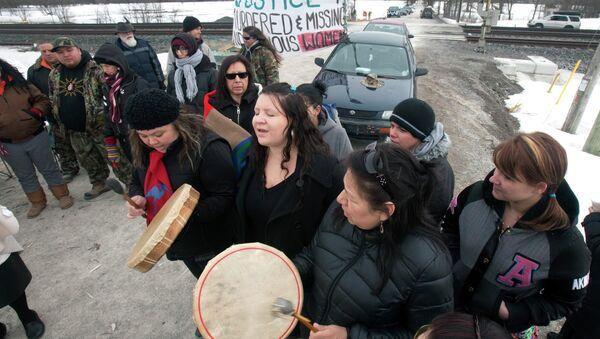 Коренные жители Канады перекрыли железную дорогу, требуя расследовать исчезновения людей. Фото с места событий