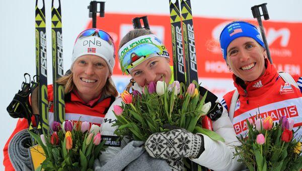 Слева направо: Тура Бергер (Норвегия), Дарья Домрачева (Белоруссия) и Сьюзан Данкли (США) после финиша спринтерской гонке IX этапа Кубка мира. Фото с места события