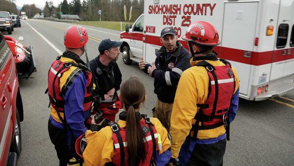 Работа спасателей во время схода оползня в США. Фото с места события