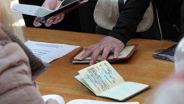 Запись на получение паспорта гражданина РФ в одном паспортных столов Симферополя. Архивное фото