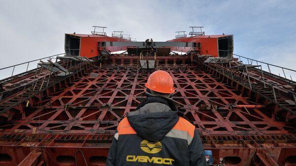 Строительство третьего моста через Обь в Новосибирске. Архивное фото