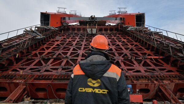 Строительство моста в Новосибирске. Архивное фото