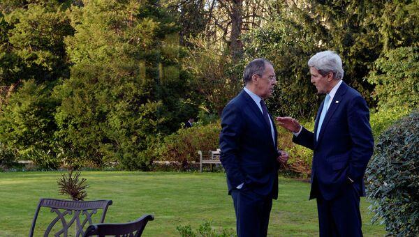 Министр иностранных дел РФ Сергей Лавров (слева) и госсекретарь США Джон Керри, архивное фото