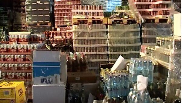 Контрафактный алкоголь, изъятый в Петербурге. Скриншот оперативного видео