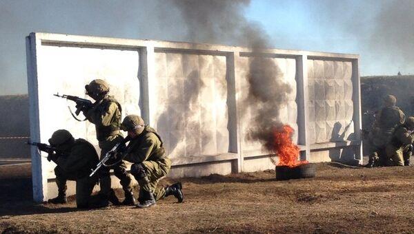 Тренировка бойцов внутренних войск МВД РФ, архивное фото