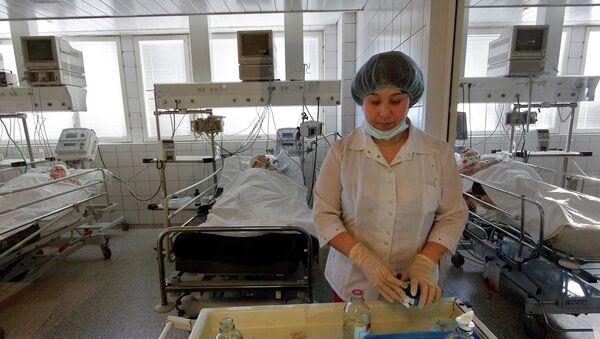 Медсестра готовит процедуры для пациентов. Архивное фото